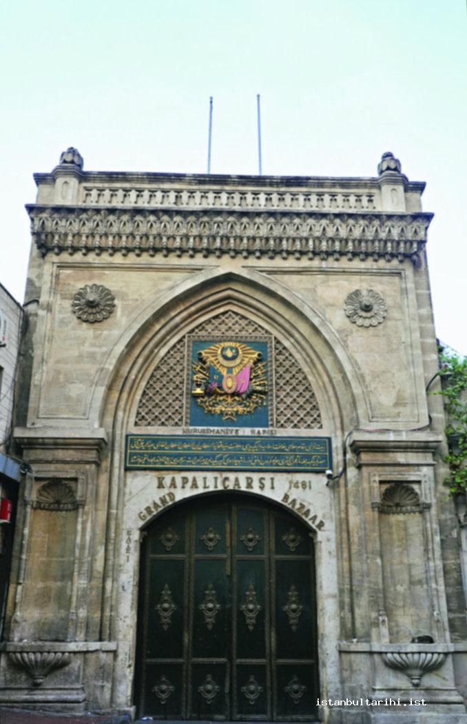 18- The entrance gate of Grand Bazaar on the Nuriosmaniye Mosque side. Above the gate is the Ottoman State Emblem with Sultan Abdulhamid II's imperial signature and the epigraph of bazaar's renovation written by Calligrapher Sami Efendi after 1894 Earthquake.