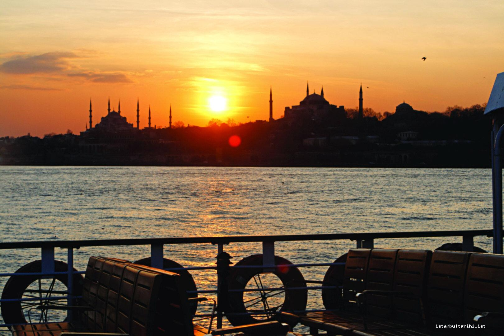 38- A sunset in Istanbul, Blue Mosque and Hagia Sophia Mosque