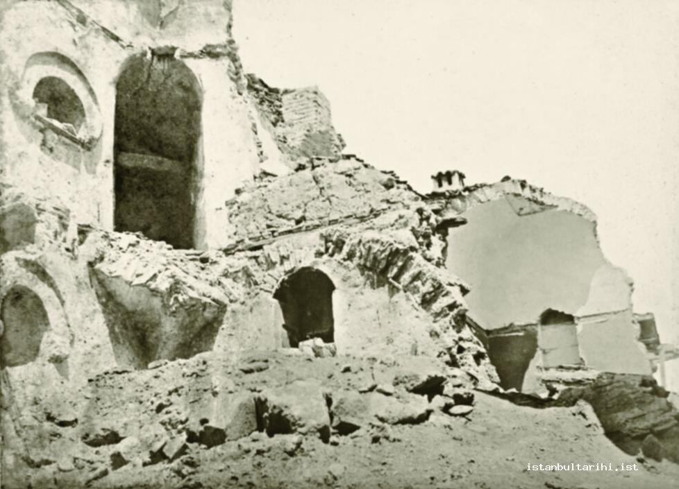 3- A scene from one of the sides of the little han in the Earthquake of July 10,   1894 (Istanbul Metropolitan Municipality, Atatürk Library)