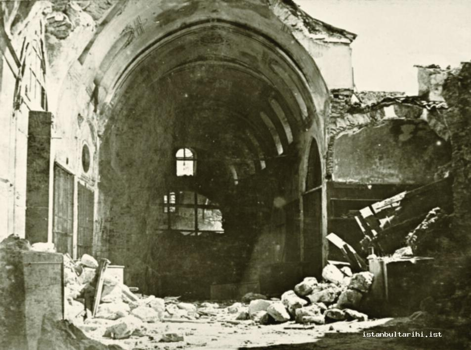 4- A destroyed section of Great Market (Büyükçarşı) in the Earthquake of July 10, 1894 (Istanbul Metropolitan Municipality, Atatürk Library)