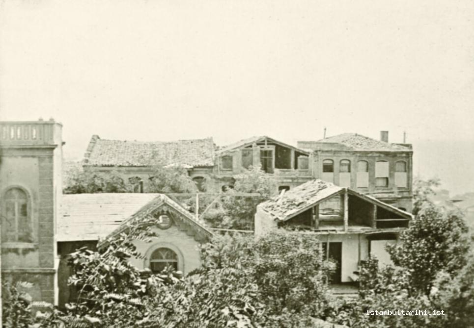 6- Osmaniye Printing House and the buildings in its yard in the Earthquake of July 10, 1894 (Istanbul Metropolitan Municipality, Atatürk Library)