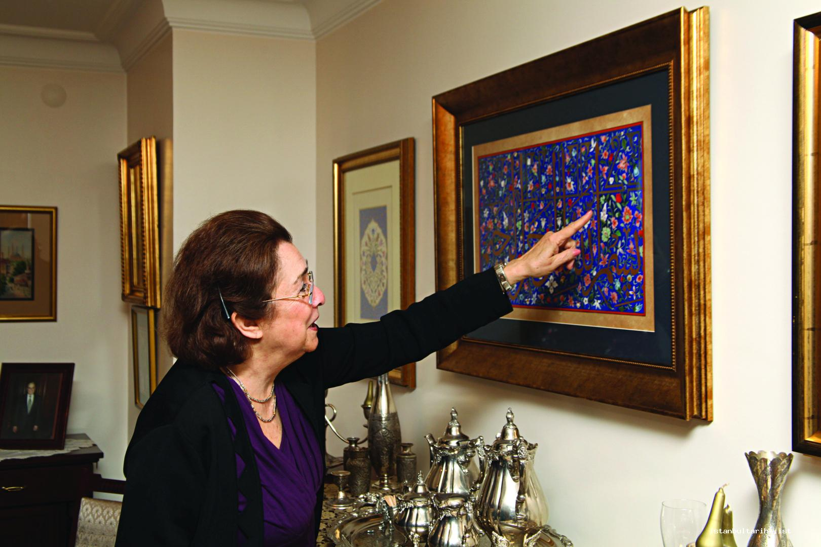 5- Gülbün Mesara is in her house in Çiftehavuzlar. She shows one of the works of her father in the room that she reserved her father.