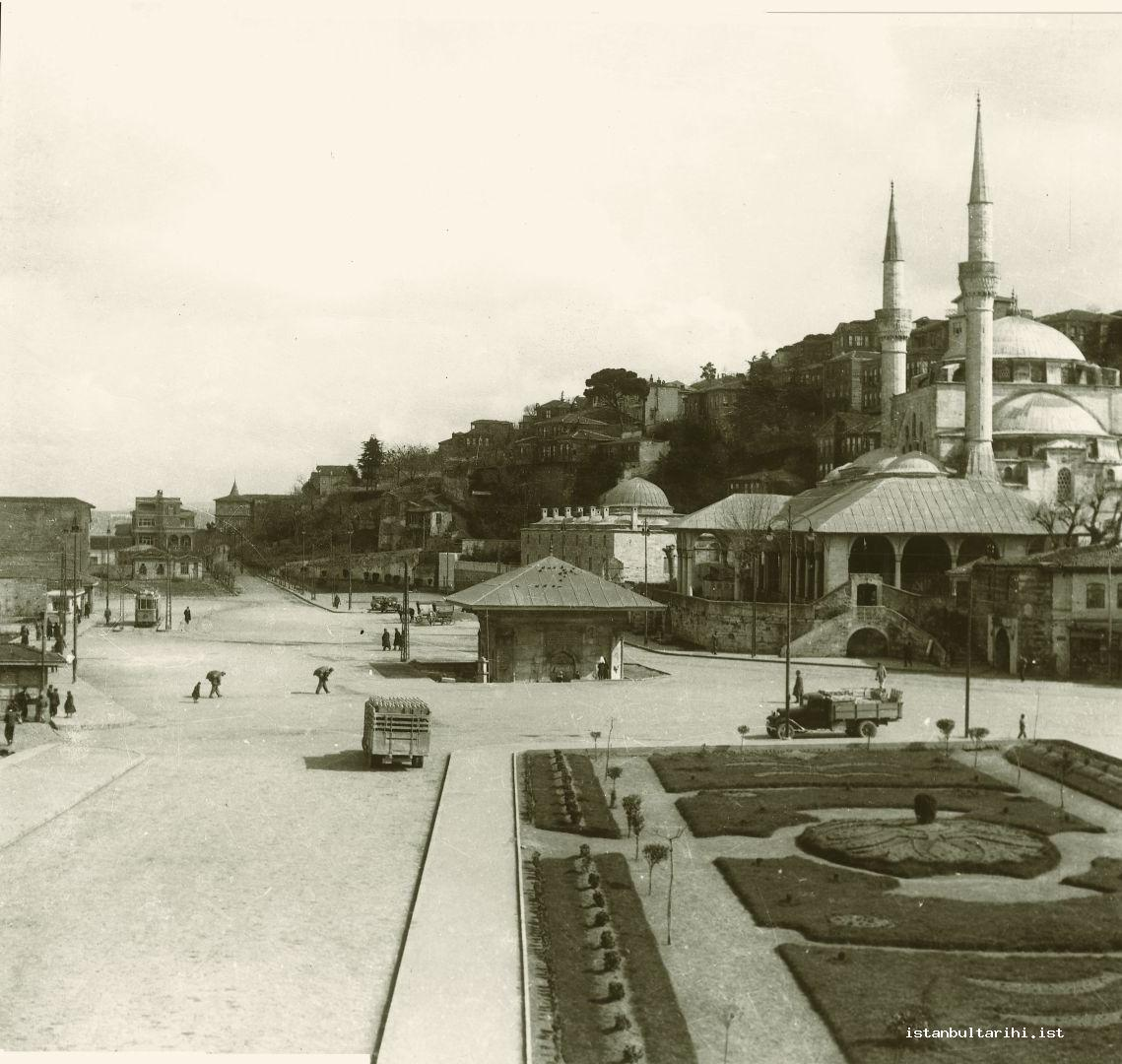 15- Üsküdar Square, Mihrimah Sultan Complex (Kulliyah) and the Fountain of Sultan Ahmet III