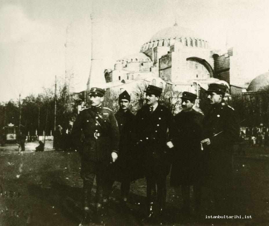 3a- Occupation commanders and soldiers in Istanbul (Istanbul Metropolitan Municipality, Atatürk Library)
