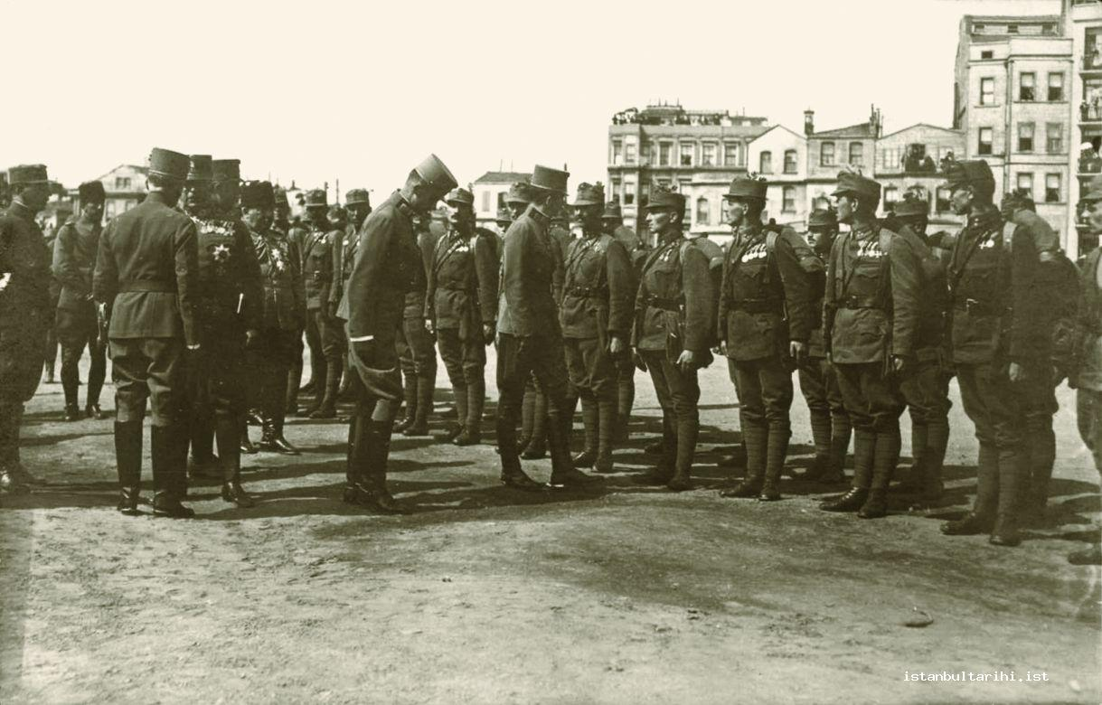 3c- Occupation commanders and soldiers in Istanbul (Istanbul Metropolitan Municipality, Atatürk Library)