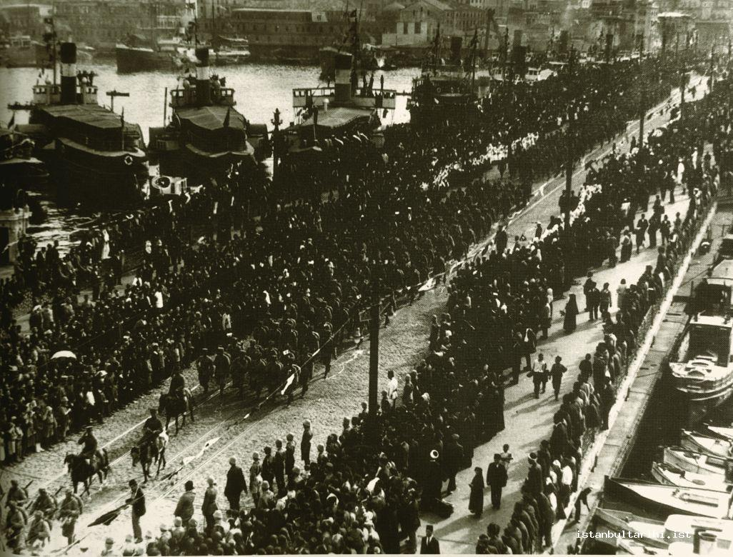 7- Occupation forces leaving Istanbul (Istanbul Metropolitan Municipality, Atatürk Library