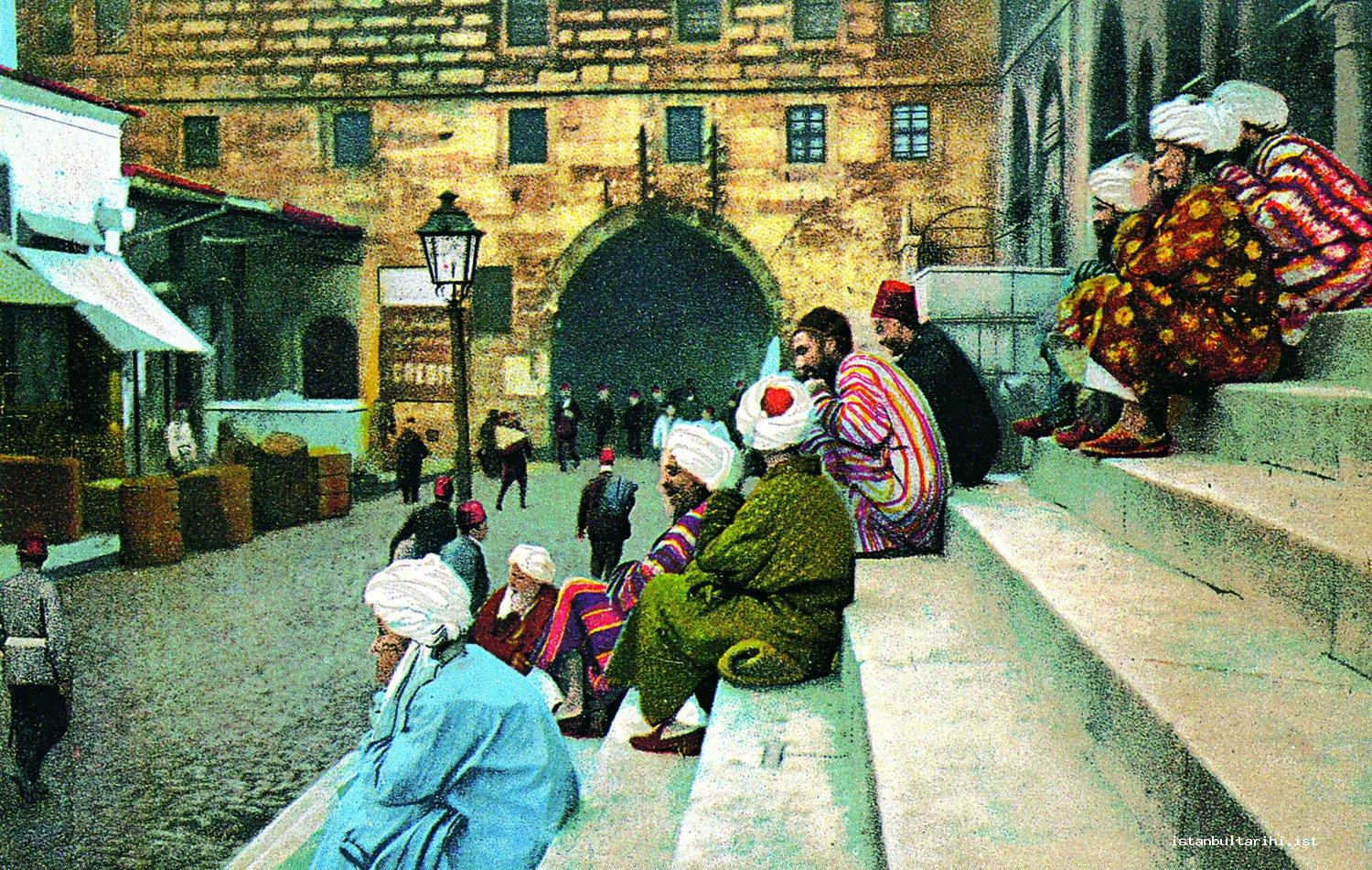 10- The Afghan, Turkmen, and Indian pilgrims resting on the steps of New Mosque (1908). During the period of Sultan Abdulhamid II, the pilgrims were encouraged to go to