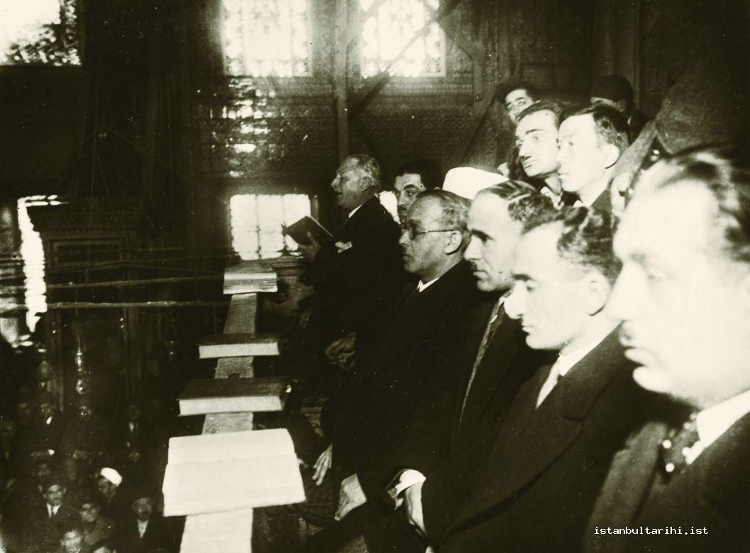4- Famous muezzins and hafizs of the time while reciting the Qur'an in Turkish (Istanbul Metropolitan Municipality, Atatürk Library)