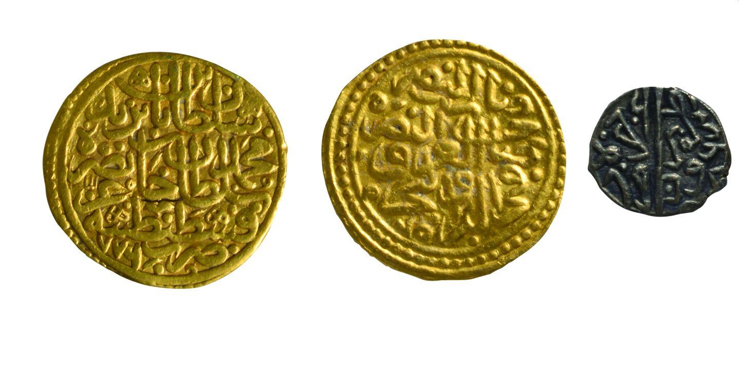 2- Coins minted in Istanbul during the period of Sultan Bayezid II (Istanbul Archeology Museum, Coins Section)