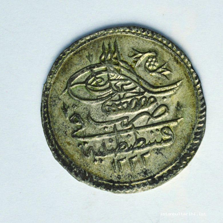 9- A coin minted in Istanbul during the period of Sultan Mustafa IV (Istanbul Archeology Museum, Coins Section)