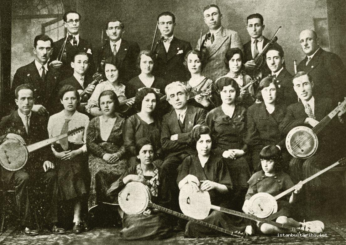 14- The committee of Istanbul Music Association, the one sitting in the middle Mildan Niyazi Ayomak (From the archives of Gönül Paçacı)