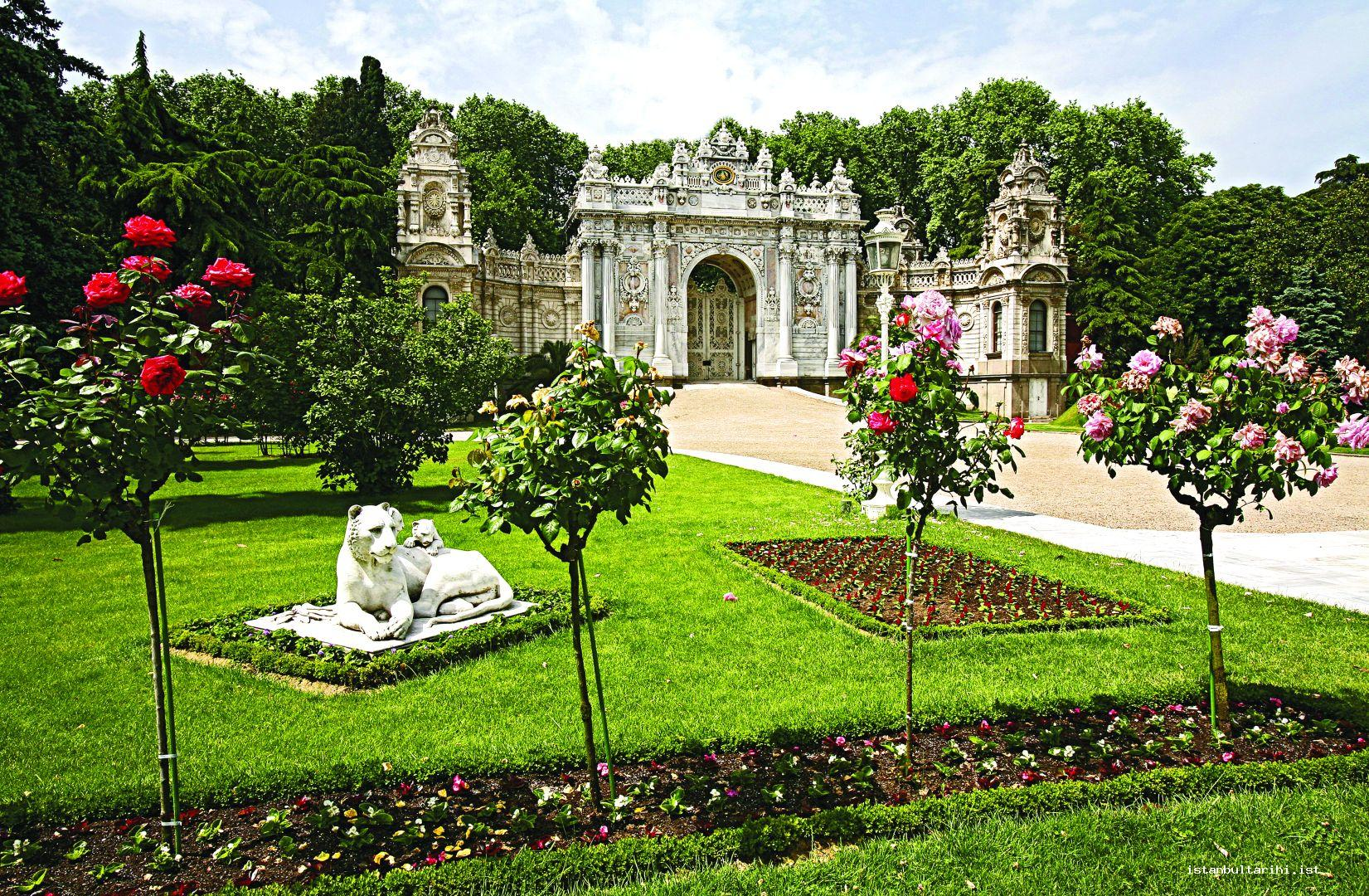 3- Sultanate gate of Dolmabahçe Palace (from the land side)