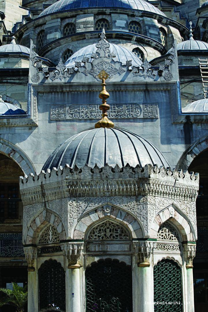 50- New Valide Mosque and its fountain (in Eminönü)