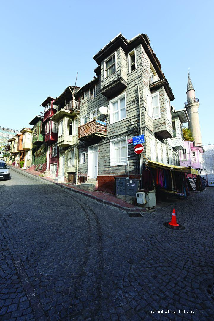 12- The Houses resisting time on Kariye Bostanı Street (next to Kariye Museum)